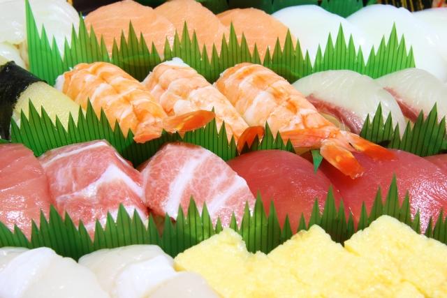 廊下でお寿司立ち食い