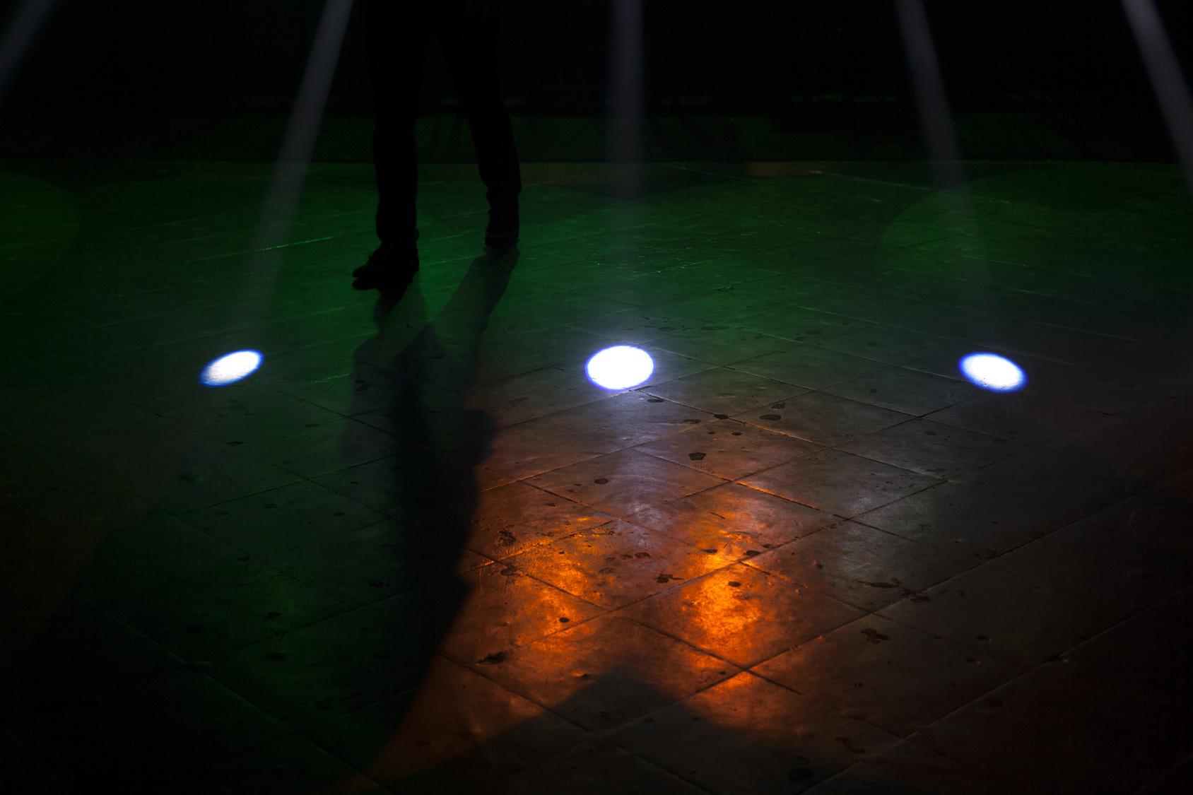 週末灯り屋のくらげが、小劇場で芝居の照明やります