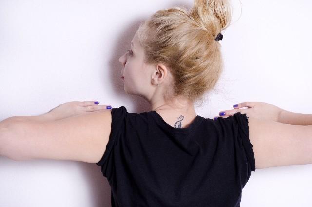 デスクワークで固まった肩甲骨をほぐすために、伸びるストレッチグッズを購入